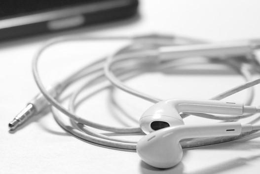 listen-to-music-1072582_1280